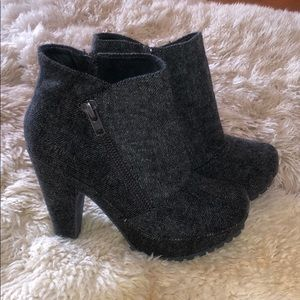 Super cute tweed never worn Blowfish ankle boots